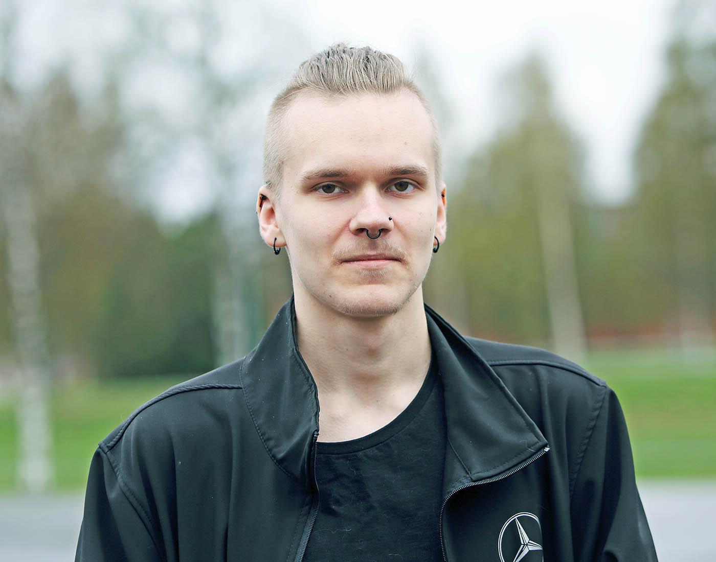 Valtteri Ekoluoman kesä kului lomittajana Tiedolla. Syksyllä edessä on insinööriopintojen aloitus Oulussa. Kuva Roy Viitanen